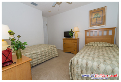 JCHolidays Twin Room with cable LCD HDTV